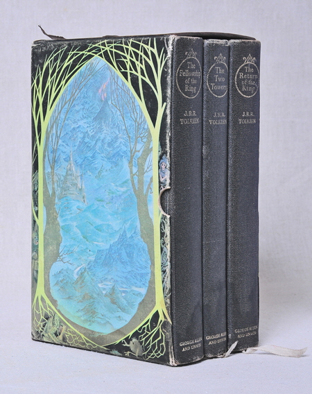 01 Tolkien The Lord of the Rings DeLuxe 3 Book set in illustrated sleeve